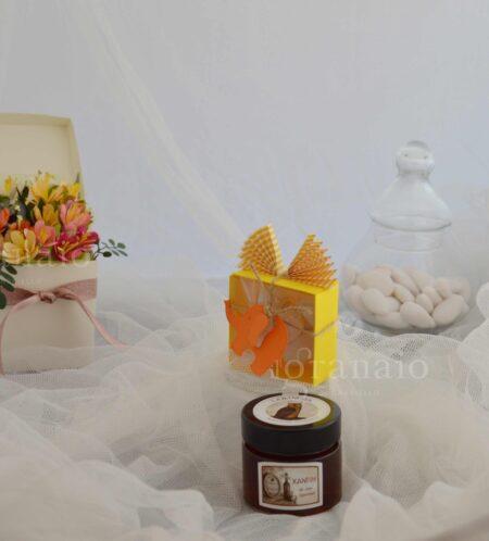 gelatina di frutta con scatolina di confetti